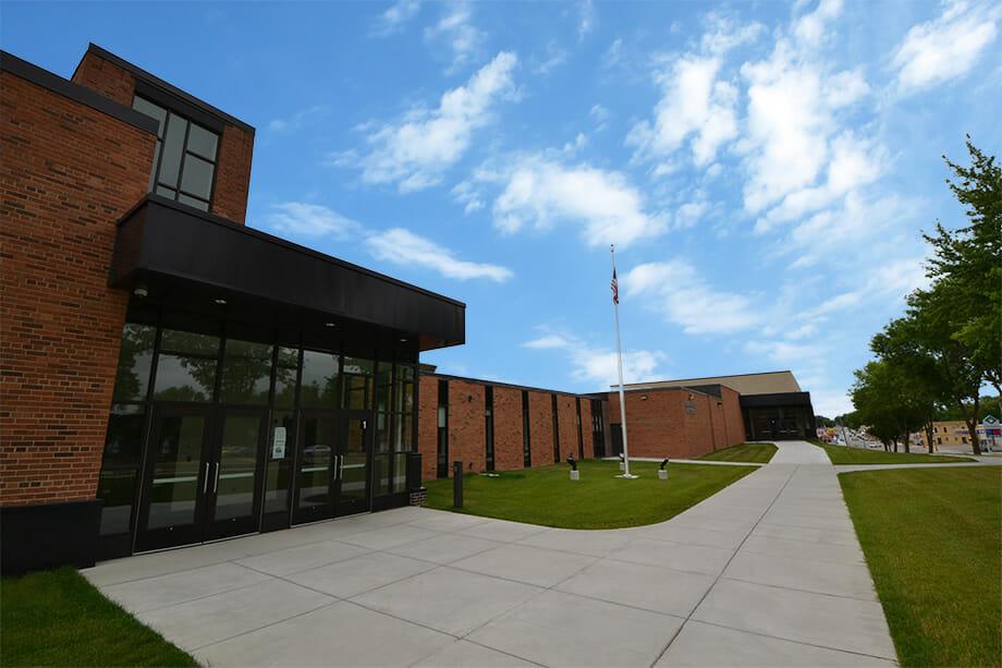 Pelican Rapids School exterior