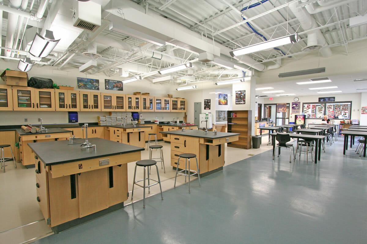 Pequot Lakes Public School lab